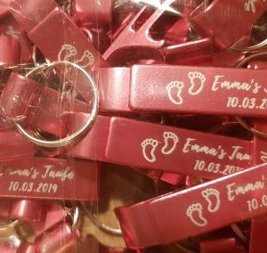 beer-opener-keychain-baby-shower-invitations-decorations-gifts-idea