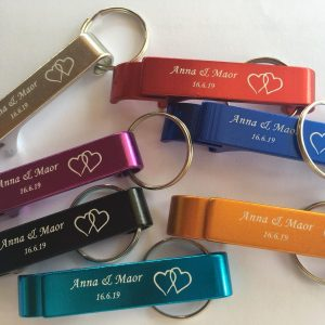 bottle-opener-keychain-personalized-wedding-gifts-invitation-favors-reminder
